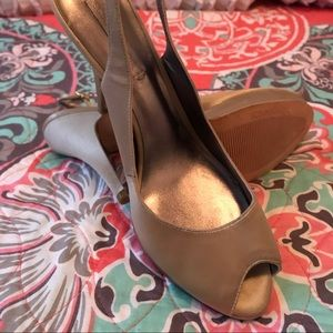 New never worn BCBG champagne heels
